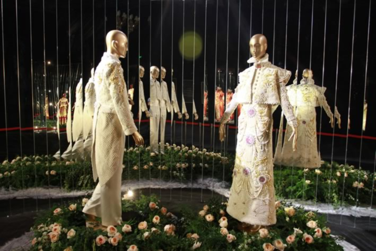 Guo Pei Presents Wedding Gowns of the Past and Future!